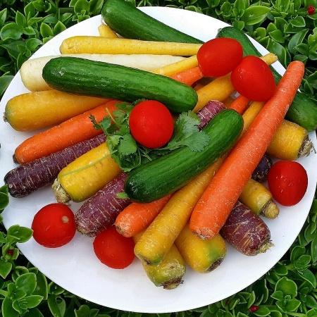 mixed whole carrots